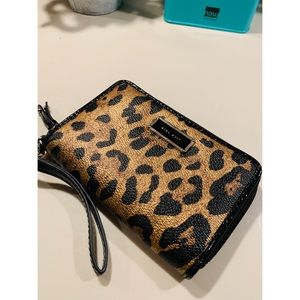 🦄3 for $50 -Nine West Leopard print Clutch Wallet